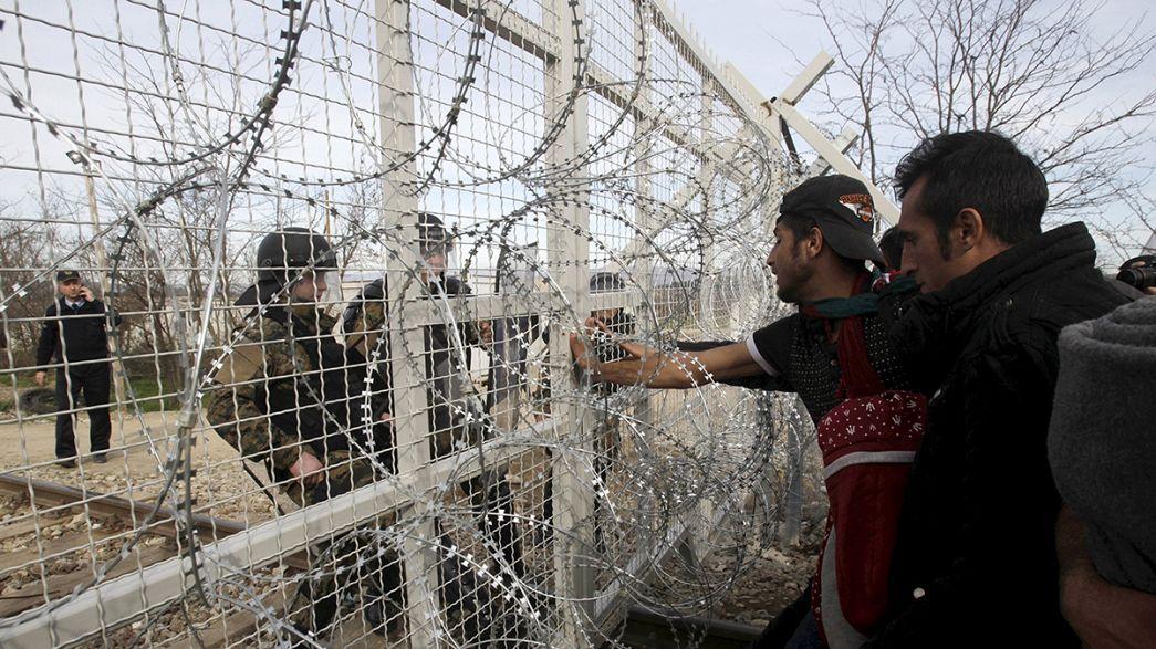 Milhares de migrantes em desespero acumulam-se na fronteira entre Grécia e Macedónia