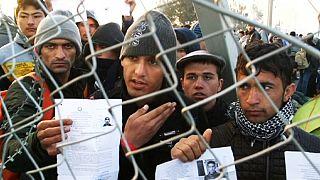 Áttörték a macedón határzárat a kétségbeesett menekülők