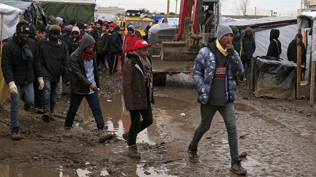 """Tribunal suspende desmantelamento da """"Selva"""" de Calais"""
