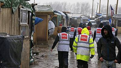 France: Court delays 'jungle' demolition