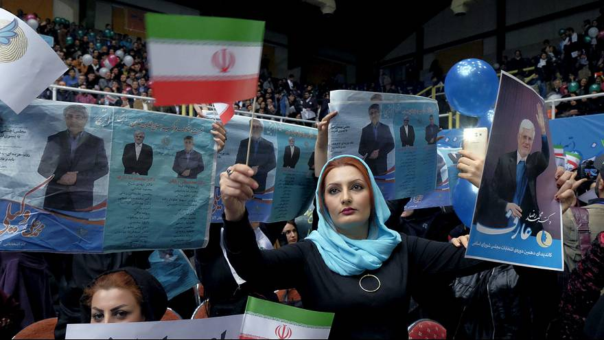 Iráni választás: a tét, hogy megerősödik-e Hasszán Rohani elnök