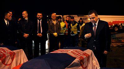 Corpos dos diplomatas sérvios mortos na Líbia chegaram a Belgrado