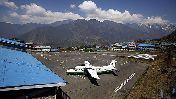Népal : les débris de l'avion disparu ont été retrouvés
