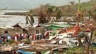 Fijian islands still cut off after cyclone