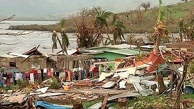 Fijian islands still cut off after cyclone – nocomment