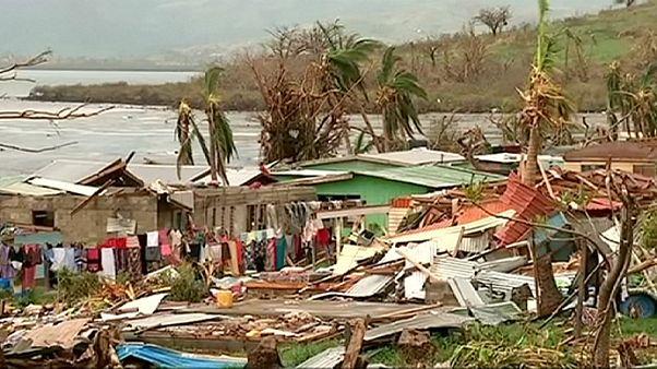 Fijian islands still cut off after cyclone