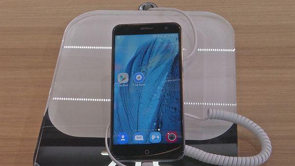 Teléfonos inteligentes de precio medio en el Congreso de Móviles de Barcelona