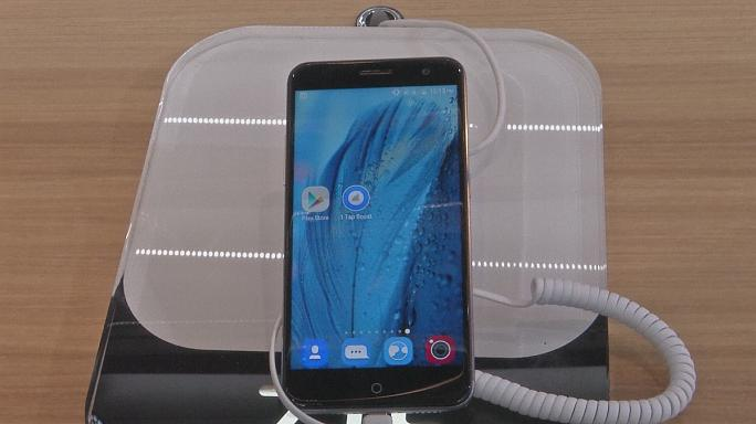 هواتف ذكية بأسعار مقبولة، في المؤتمر العالمي للهاتف الجوال في برشلونة