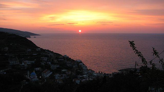 """Icaria: """"A ilha grega onde as pessas se esquecem de morrer"""""""