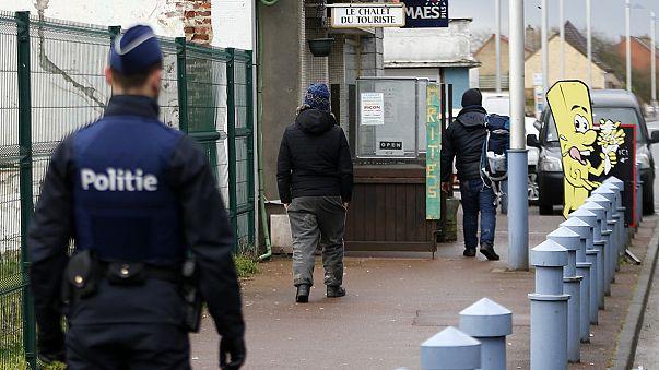 """Migrantes: Bélgica aperta controlos na fronteira para evitar fugas da """"selva"""" de Calais"""