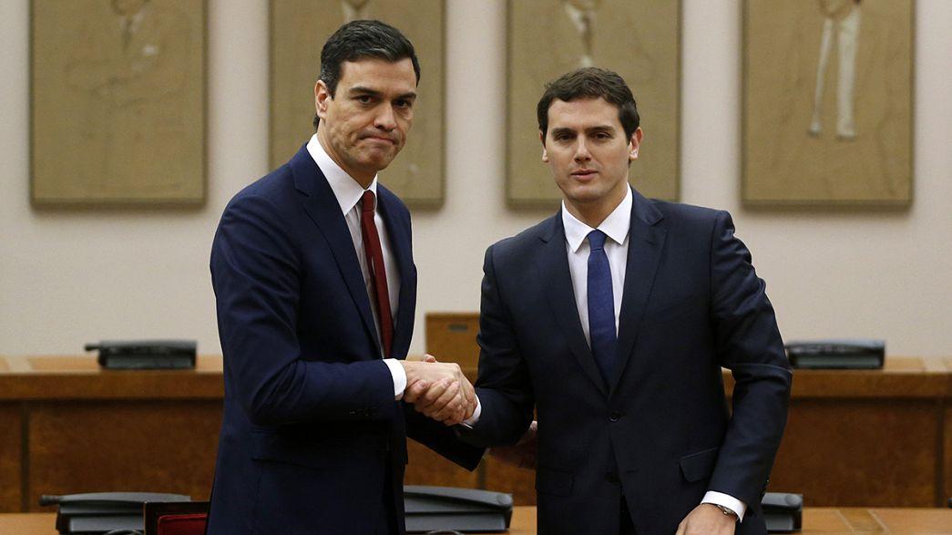 """En España, PSOE y Ciudadanos firman un acuerdo que Podemos considera """"incompatible"""""""