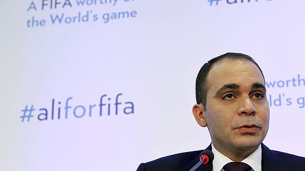 Una urna gigante y transparente para pedir limpieza en las elecciones de la FIFA