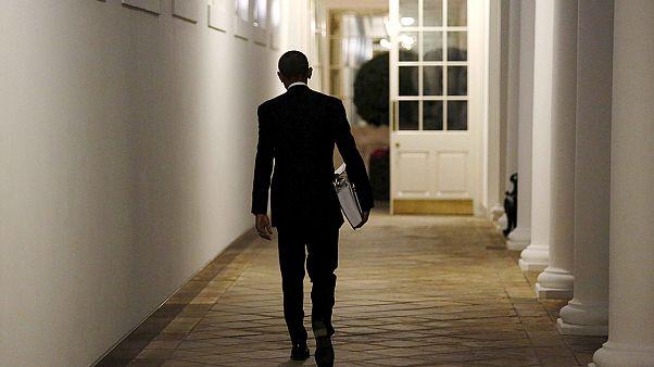 أوباما يوقِّع على قانون يوسع حماية البيانات الشخصية من التجسس خارج القانون