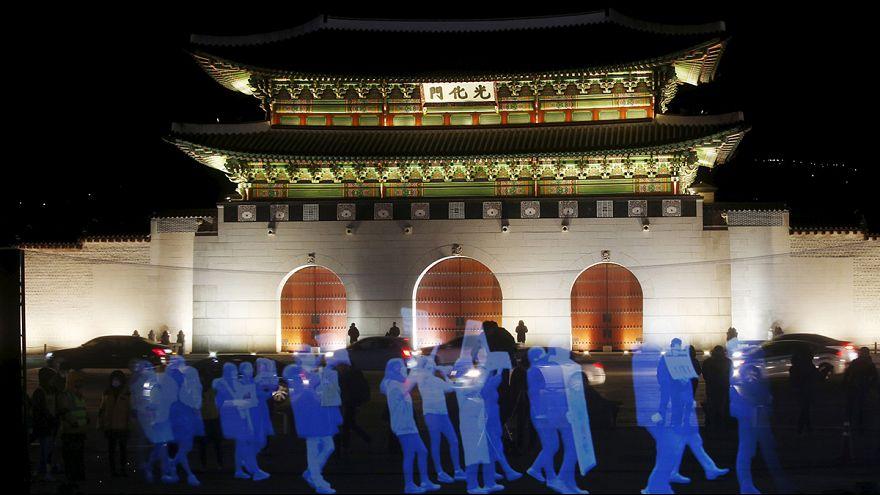 Dél-Korea: hologram tüntetés