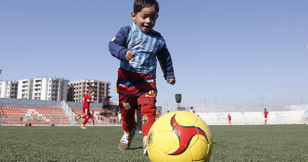 3f9137ec1 Messi sends signed shirts to Afghan boy who wore plastic bag jersey ...