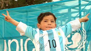 Trikottausch in Kabul: Messi beglückt 5-jährigen Fan