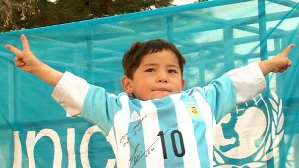 Messi offre deux maillots au petit Afghan Murtaza