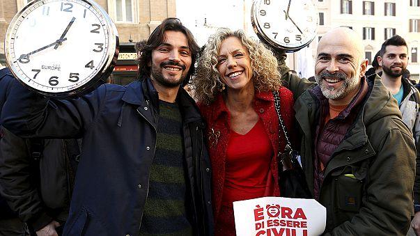 إيطاليا: الموافقة على زواج مثليي الجنس لكن دون الحق في التبني