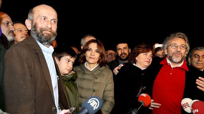Turquie : libération des deux journalistes défendus par la cour suprême