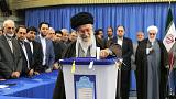 Comienza una crucial votación electoral en Irán
