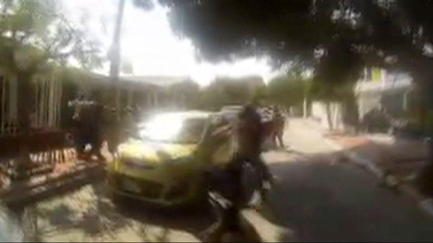 Kolombiya polisi ateş açıyor ve tutukluyor