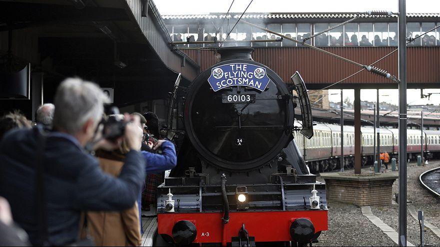 Dopo 10 anni la locomotiva Flying Scotsman lascia Londra