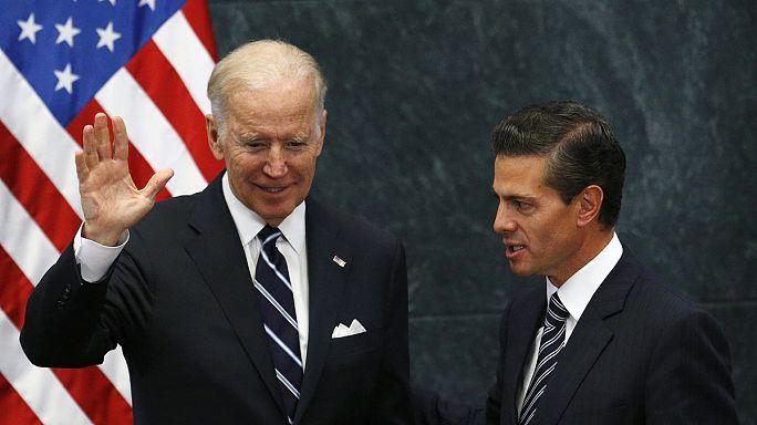 Байдену в Мексике пришлось извиняться за Трампа