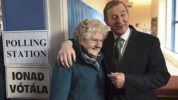 Ekonomik krizin vurduğu İrlanda'da halk sandık başında
