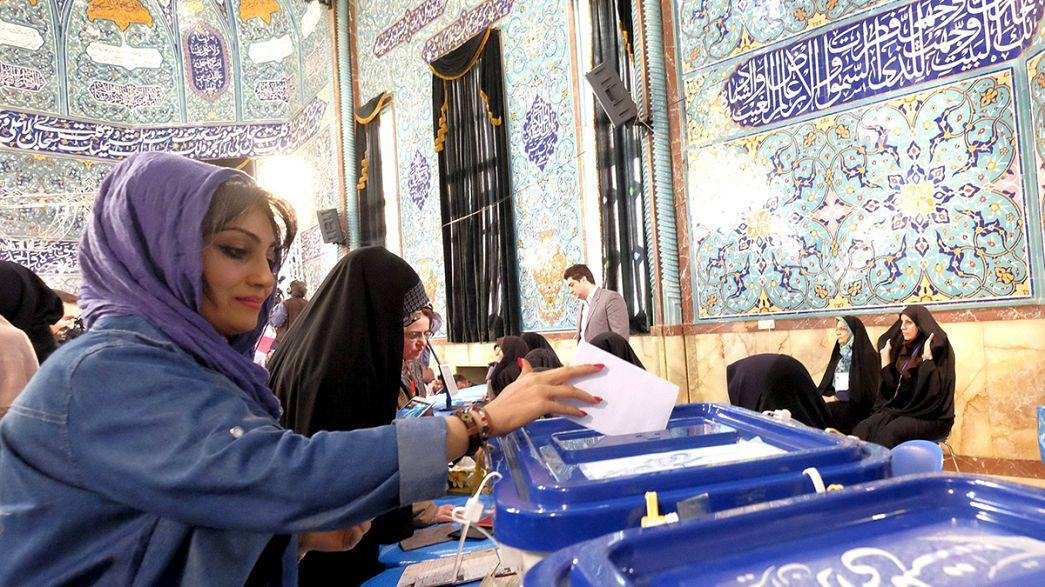 Irão vota hoje futuro da política de abertura de Rohani