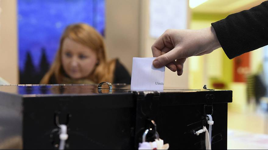 Ireland election: party leaders cast their ballots