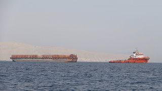 Image: Tug boat moves cargo towards Strait of Hormuz