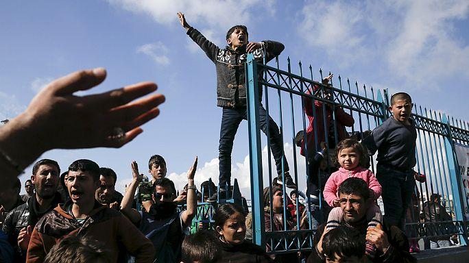 Yunanistan'da mahsur kalan göçmenlerin sayısı artıyor