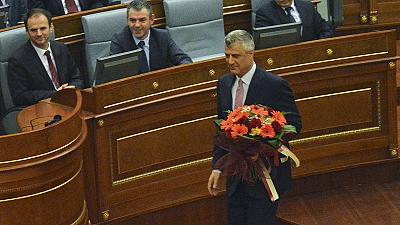 Trotz Tränengas: Thaci zum Präsidenten des Kosovo gewählt