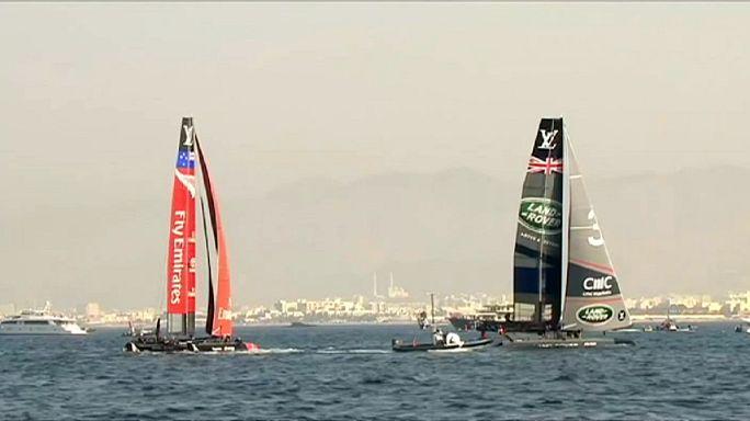 بن انسلي يقود فريقه للفوز في مسابقة السفن الشراعية بمسقط