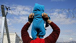 Rövid időre megnyitotta Macedónia a menekültek előtt a határt