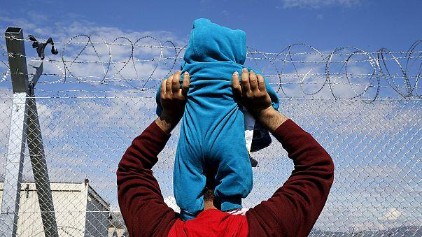 Unos 5.000 refugiados permanecen bloqueados en el paso fronterizo griego de Idomeni