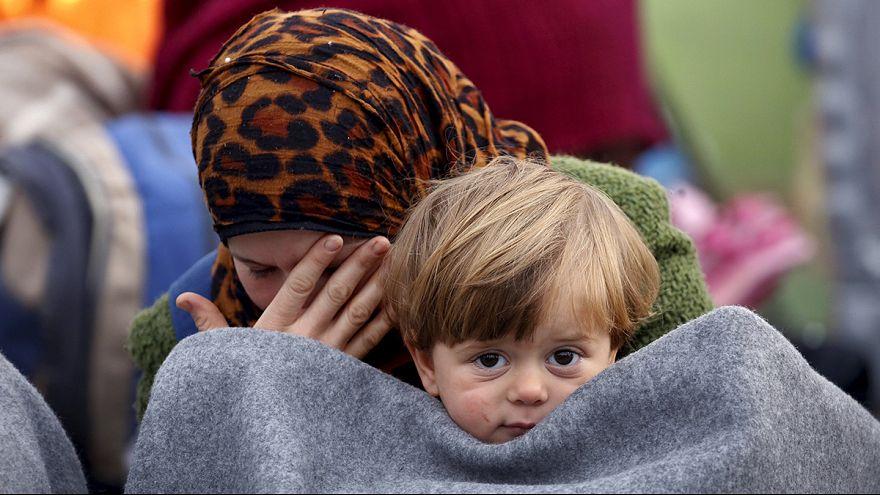 Des milliers de réfugiés bloqués à la frontière entre la Grèce et la Macédoine