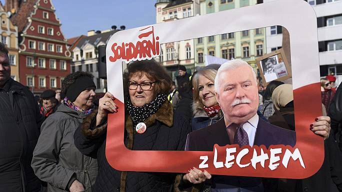 مظاهرات في غْدانْسْكْ تضامنا مع ليش فاليسا بعد اتهامه بالعَمالة للشرطة السياسية