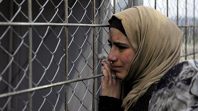 Binlerce mülteci Yunanistan'da mahsur