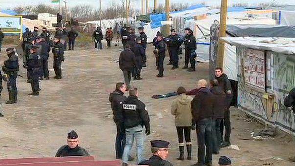 Calais mülteci kampının tahliyesi başladı