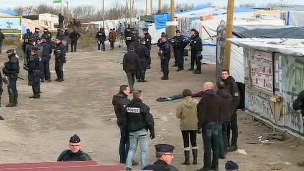 French police begin dismantling Calais migrant 'Jungle'