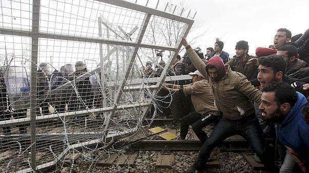 Македонские пограничники применили слезоточивый газ против мигрантов