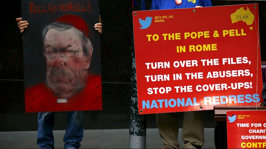 El tesorero del Vaticano reconoce que la Iglesia ignoró demasiadas denuncias de víctimas de pederastia