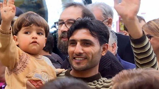 Suriyeli göçmenlere havaalanında karşılama