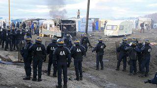 """Le démantèlement de la """"jungle"""" de Calais a débuté"""