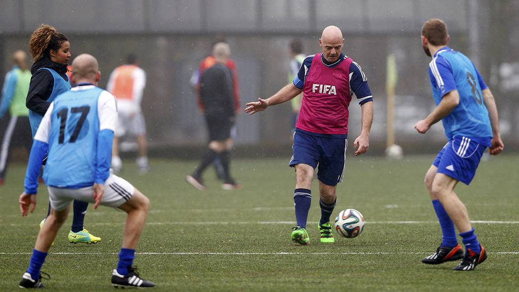Gianni Infantino chausse les crampons