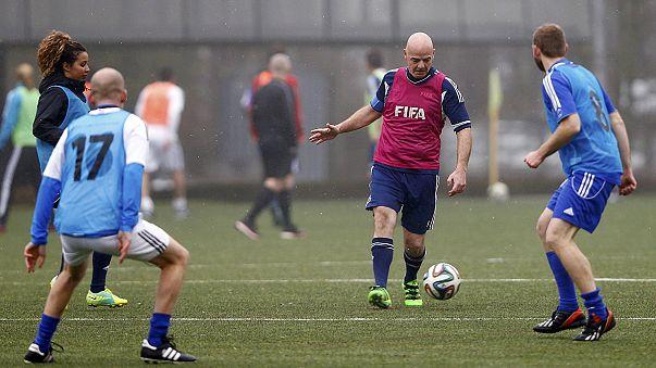 Джанни Инфантино сыграл в футбол с Фигу и Шевченко