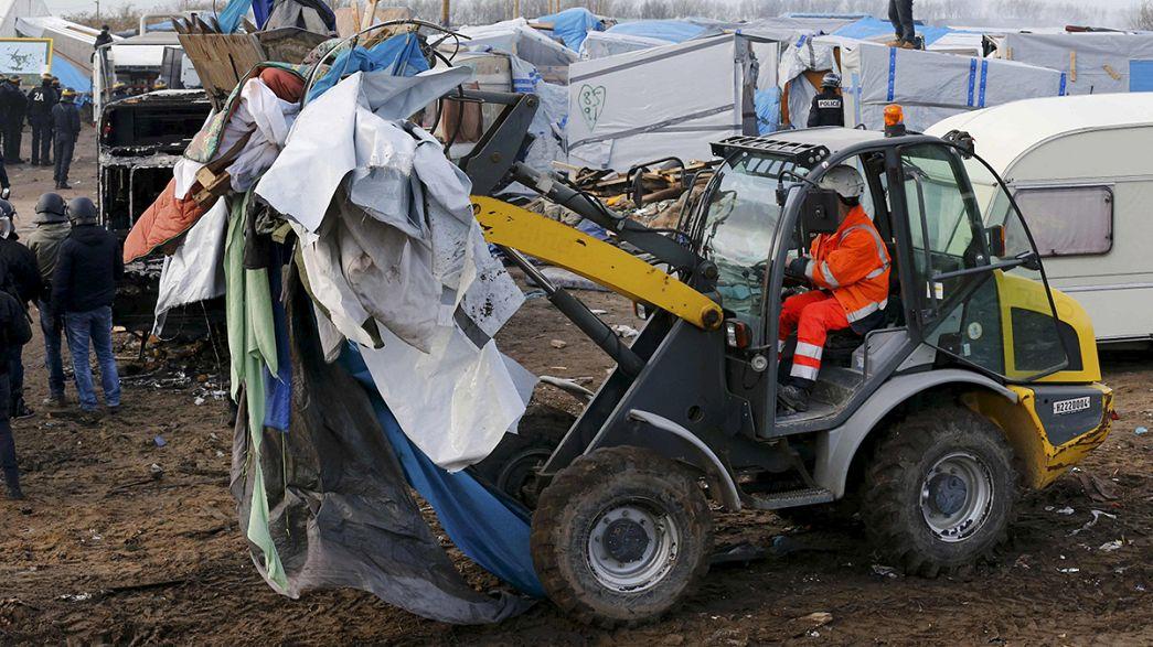 """Disturbios en Calais en el desmantelamiento de la """"jungla"""""""