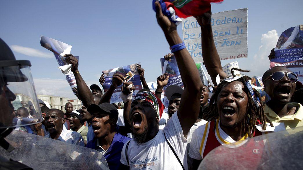 Haitianos manifestam-se em apoio de Jean-Bertrand Aristide e contra interferência internacional