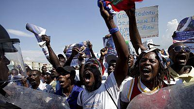 Des centaines de partisans de Jean-Bertrand Aristide dans les rues de Port-au-Prince